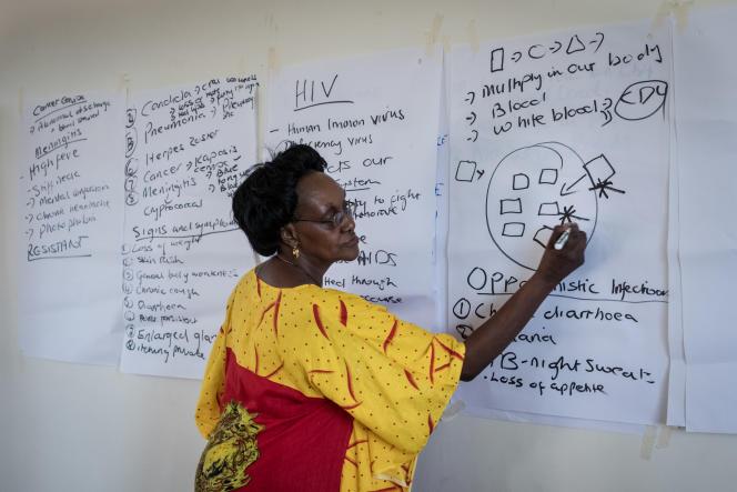 Lydia Mungherera pendant une session de formation des mentors du Mama's Club, Bukedea, en Ouganda, le 29 mars.