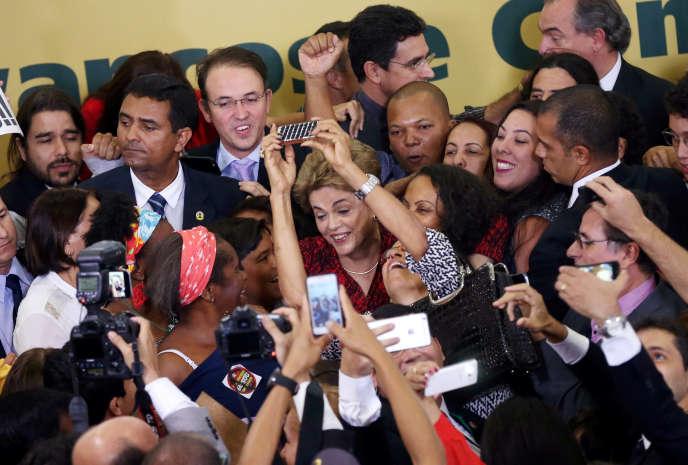La présidente brésilienne, Dilma Rousseff, le 9 mai 2016 au palais du Planalto, à Brasilia.