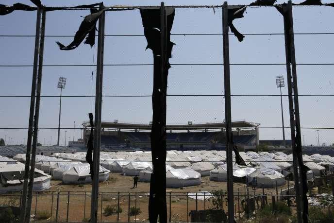 Le complexe olympique d'Helliniko est occupé par les tentes de migrants afghans d'ethnies différentes, suscitant de vives tensions.