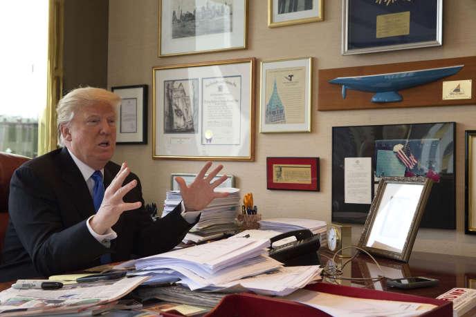 Donald Trump dans son bureau, à New York, lors d'un entretien avec l'agence Associated Press, mardi 10 mai.