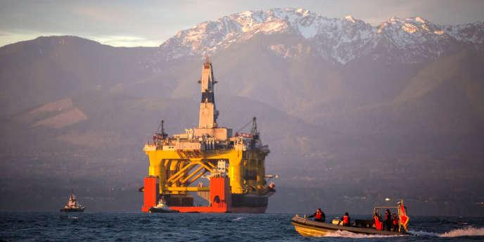 Une plate-forme de forage pétrolier à Port Angeles, Washington.
