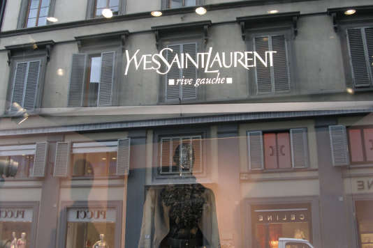 Une boutique Yves Saint Laurent.