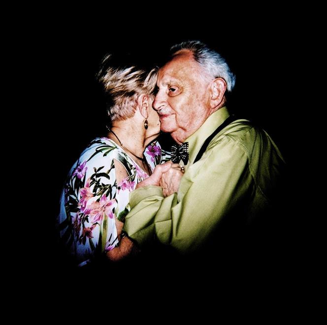 Jacques et Julie, au thé dansant de l'île aux Séniors, à Vezin-le-Coquet (Ille-et-Villaine).