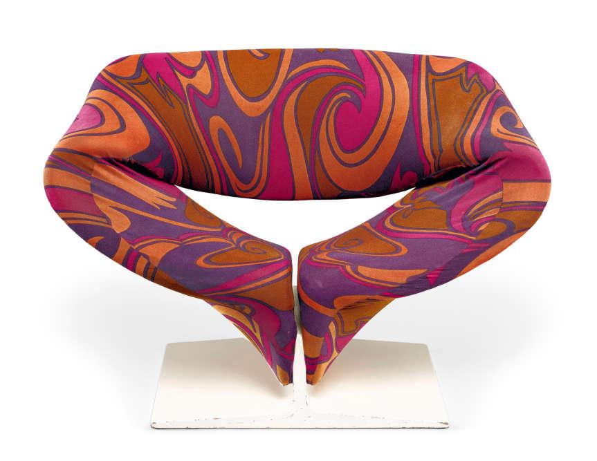PierrePaulin (1927-2009) s'est fait notamment connaître avec le fauteuil F582, dit Ribbon Chair, 1966 (édition Artifort)...