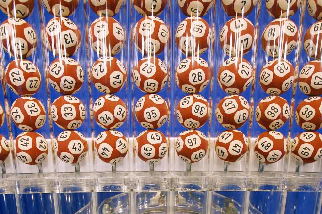 Une lotterie, le 21 septembre 2007, au siège de la Française des jeux, à Boulogne-Billancourt.