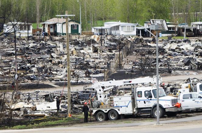 Un parc de mobil-homes ravagé par l'incendie à Fort McMurray, le 9 mai.