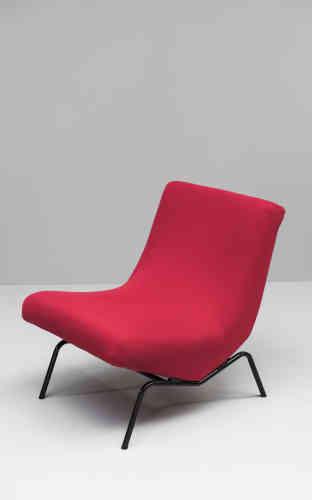 En 1958, il invente le fauteuil CM 195, habillé d'un nouveaujersey élastiquepour les maillots de bain (EditionThonet)