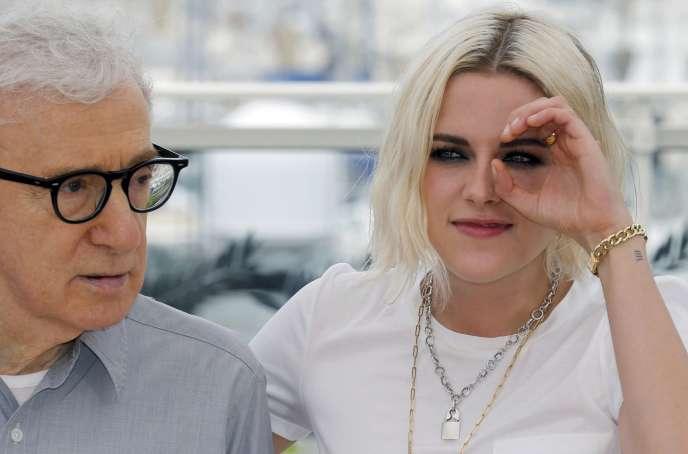 Woody Allen et Kristen Stewart lors de la présentation à la presse du film« Café Society» au 69e Festival de Cannes, le 11 mai 2016.