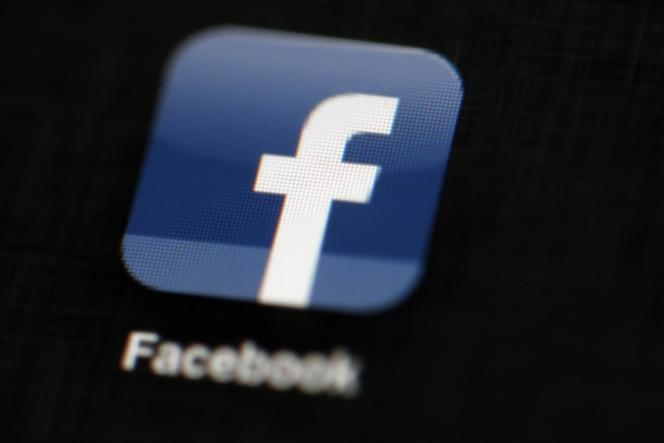 Facebook prévoit une formation supplémentaire pour ses équipes chargées de la rubrique « Trending Topics»(AP Photo/Matt Rourke, File)