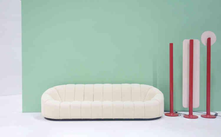 En 2013, un salon Elysée, dont voici un canapé et les luminaires, a atteint le record de ventes de 138 106 euros (estimation 20 000 à 30 000 euros)chez Artcurial.