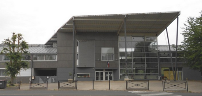 Le lycée de Montereau-Fault-Yonne, où une jeune fille a été refusée au motif qu'elle portait une jupe longue.