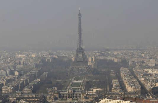 Paris sous le smog en mars 2014.