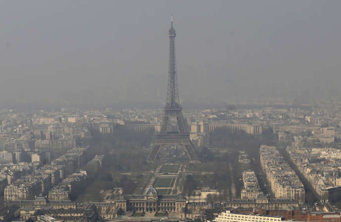 Pic de pollution à Paris, en mars 2014.