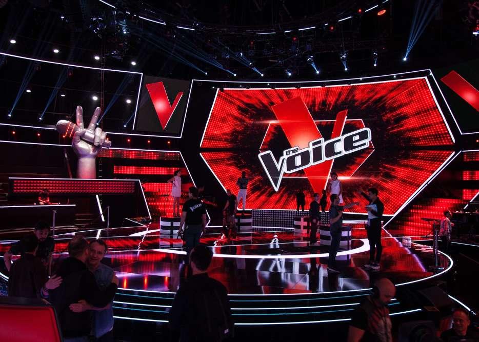 Le décor de «The Voice».Avec ses studios géants et ces deux cents intermittents du spectacle, le télé-crochet est l'émission la plus chère de TF1. Mais aussi la plus rentable, au vu des tunnels de publicité qui ponctuent sa diffusion.