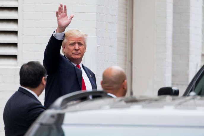Donald Trump avant sa rencontre avec Paul Ryan, le président de la Chambre des représentants, le 12 mai à Washington.