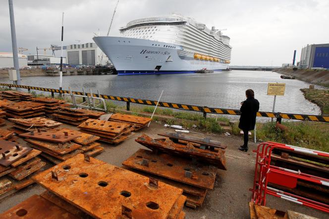 L'« Harmony of the seas» avant son départ des chantiers de Saint-Nazaire, le 12 mai.