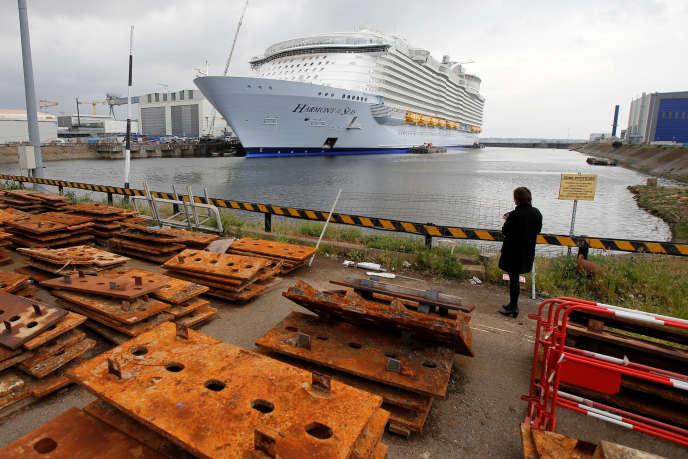 L'« Harmony of the seas » avant son départ des chantiers de Saint-Nazaire, le 12 mai.