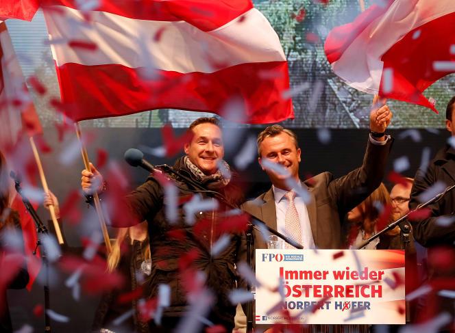 Norbert Hofer etHeinz-Christian Strache à Vienne le 22 avril.