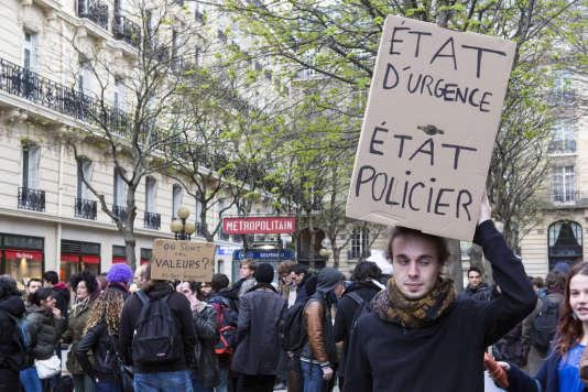 Manifestation contre l'état d'urgence le 25 mars à Paris.