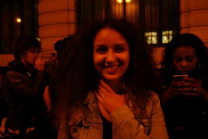 Le sourire radieux d'Oulaya, 20 ans, admise au Conservatoire avec le soutien de l'association 1000visages.