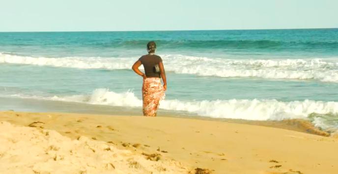 Sur une plage de Grand-Bassam, station balnéaire située à 40 km d'Abidjan.