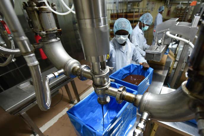 L'usine ivoirienne du chocolatier français Cémoi, à Abidjan, en mai 2015.