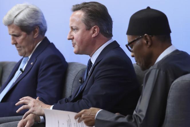 John Kerry, secrétaire d'Etat américain,David Cameron, premier ministre britannique,et Muhammadu Buhari, président du Nigeria,le 12 mai, à Londres.