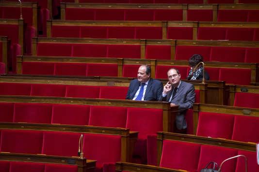 Jean-Christophe Cambadelis (à gauche), premier secrétaire du Parti socialiste, et Guillaume Bachelay, à l'Assemblée nationale le 12 mai 2016.
