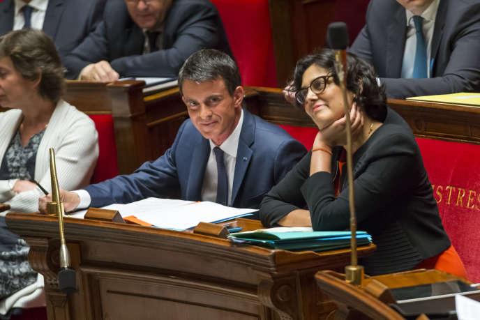Manuel Valls et Myriam El Khomri lors du débat sur la motion de censure à l'Assemblée nationale à Paris, le jeudi 12 mai 2016.