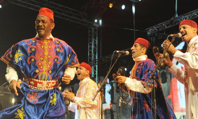 Le groupe Maalem Hamid Kasri lors du Festival gnaoua de 2012, à Essaouira.