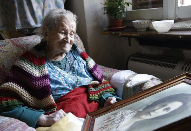 Emma Morano, née le 29 novembre 1899, dans son appartement à Verbania (Italie).