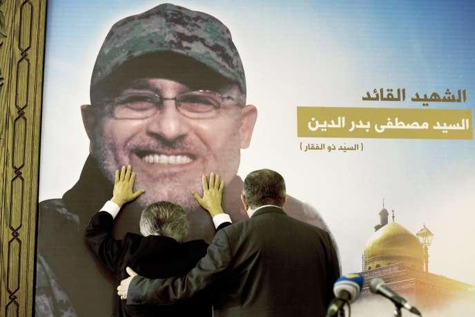 A Beyrouth, en mai 2016, l'effigie de Mustafa Badreddine, commandant militaire du Hezbollah tué à Damas lors d'une explosion.