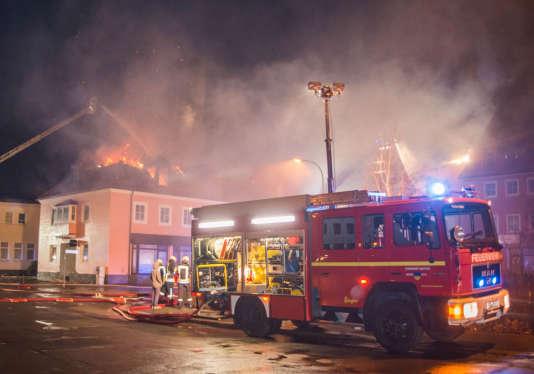 En février, dans la ville de Bauzen, dans l'est du pays,un ancien hôtel en cours de rénovation pour devenir un foyer de demandeurs d'asile avait été incendié.