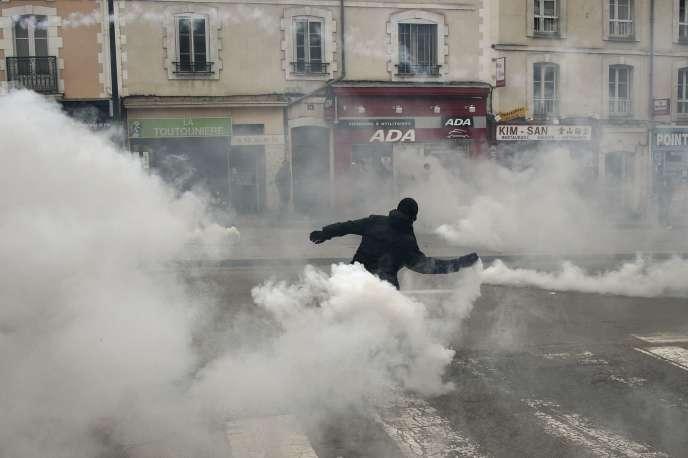 Lors de la manifestation interdite du 14 mai à Rennes.