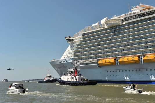 Le paquebot « Harmony of the seas » aux chantiers navals de Saint-Nazaire.