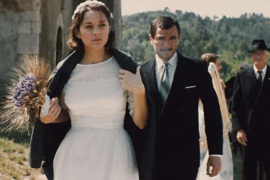 Marion Cotillard et Alex Brendemühl dans le film français de Nicole Garcia,« Mal de pierres».
