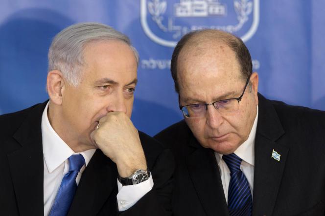 Le ministre de la défense israélien, Moshe Yaalon (à droite), a présenté sa démission au premier ministre, Benyamin Nétanyahou, vendredi20mai.