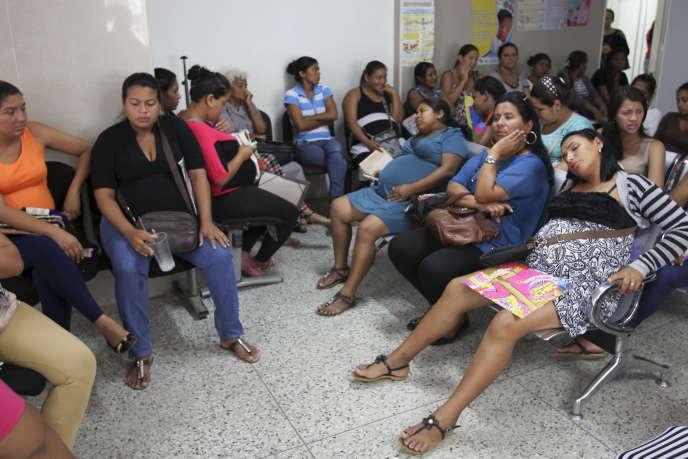 Une salle d'attente dans une maternité àMaracaibo, en juin 2015.