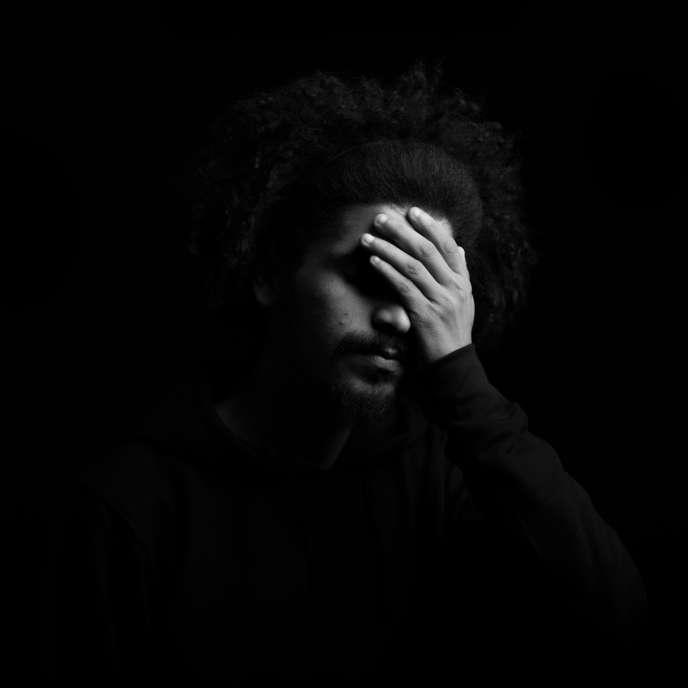 Safwen, 19ans, a été arrêté en septembre2015 avec un ami recherché pour vol. En détention, il subitde multiples tortures. «En sortant de l'enfer de la détention, les jeunes ont la rage dans le cœur.» Il sera acquitté onze jours après.