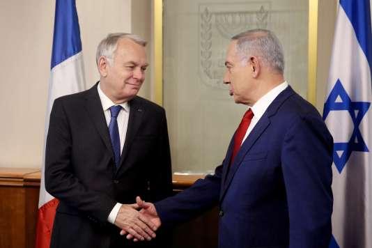 Le premier ministre israëlien, Benyamin Netanyahou (à droite) et le ministre des affaires étrangères français, Jean-Marc Ayrault,se sont rencontrés à Jerusalem, dimanche 15 mai. Menahem Kahana / AP