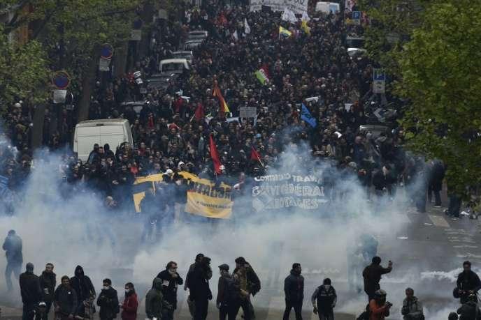 Manifestation et heurts avec les forces de l'ordre, à Paris, le 28avril.