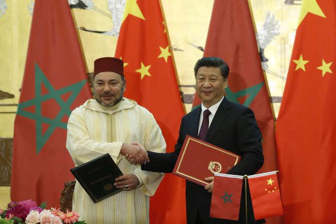 Le roi du Maroc Mohammed VI (à gauche) et le président chinois Xi Jinping, à Pékin le 11 mai.