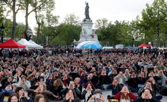 Nuit debout, place de la République à Paris, le 15 mai.