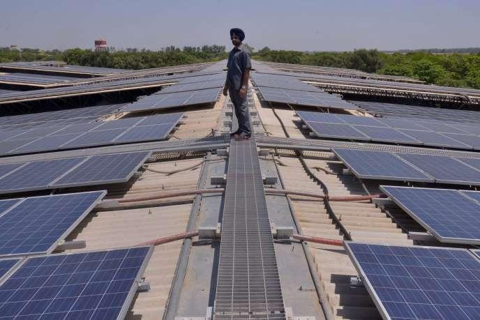 Une ferme photovoltaïque en Inde, le 17 mai 2016.