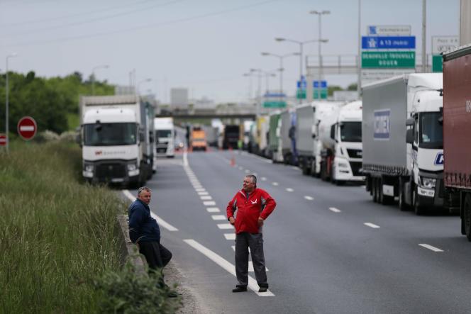 Blocage routier à proximité de Caen le 17 mai.