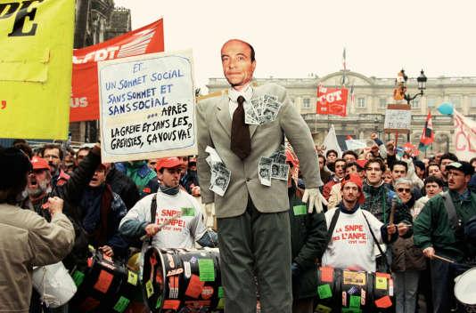 Manifestations le 12 décembre 1995, à Bordeaux, pour le retrait du «plan Juppé» de réforme du système de protection sociale.
