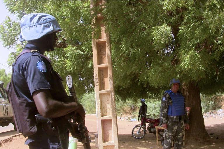 Un casque bleu de la Mission multidimensionnelle intégrée des Nations Unies pour la stabilisation au Mali (Minusma) à Gao, dans le nord du Mali, le 18 mai.