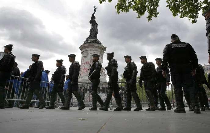 Forces de l'ordre, place de la République, à Paris, le 18 mai.
