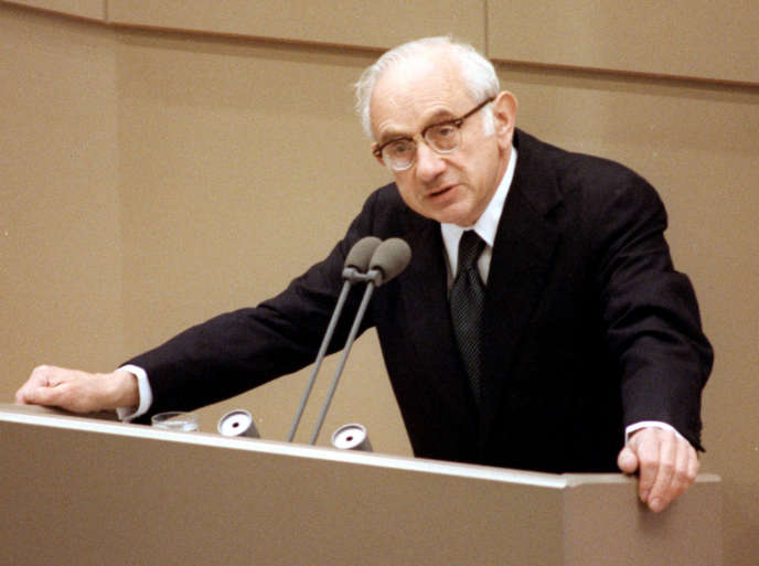 L'historienFritz Stern lors d'un discours à Bonn, en Allemagne, en juin 1987.
