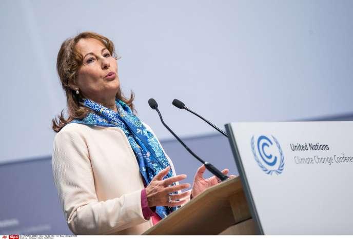 La ministre de l'environnement, Ségolène Royal, à la tribune de la conférence des Nations unies pour le climat de Bonn, le 16 mai.
